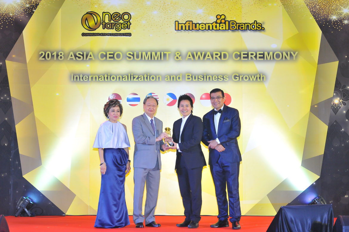 "Lamina received the "" Outstanding Brands Award "" award by Influential Brands® who expert in researching and surveying consumer insights in Asia At Amari Watergate Hotel"