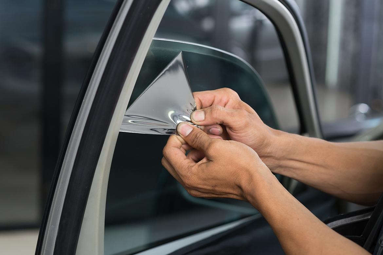 ฟิล์มเซรามิคแท้ กับ ฟิล์มเซรามิคเทียม ดูยังไง...ให้รู้ทัน! | ฟิล์มติดรถยนต์  Lamina กรองแสง กันความร้อน ฟิล์มคุณภาพยอดนิยมอันดับ 1 ของแท้ต้องลามิน่าฟิล์ม